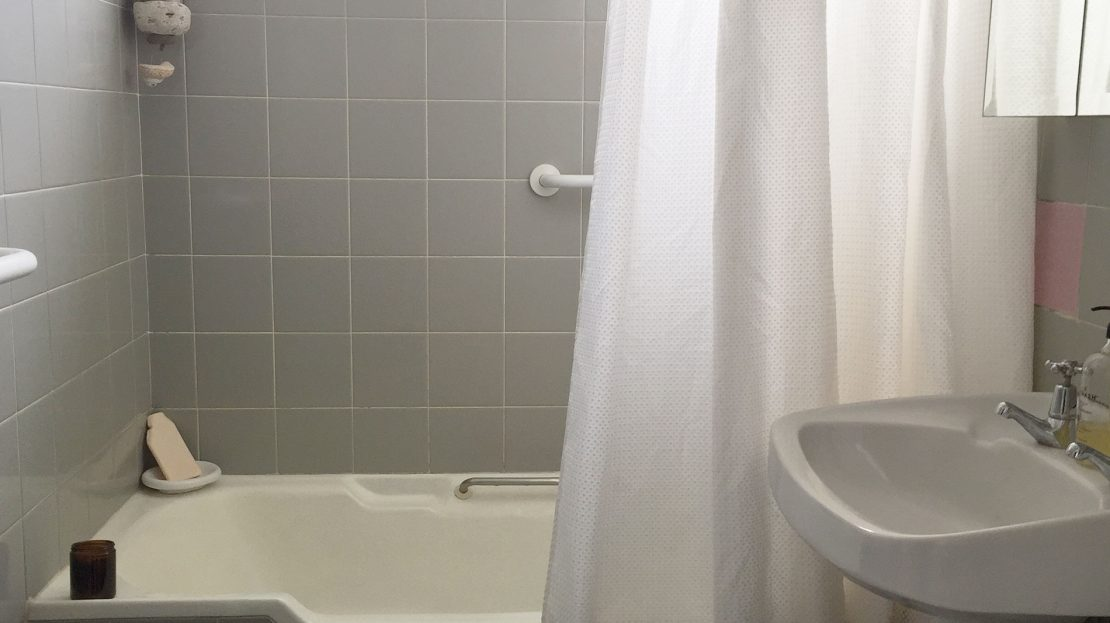 11/18 Seaview Road   Bathroom